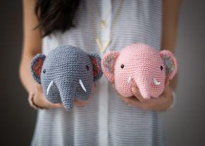 Kijk wat ik gevonden heb op Freubelweb.nl: een gratis haakpatroon van All About Ami om een olifant te maken https://www.freubelweb.nl/freubel-zelf/gratis-haakpatroon-olifant-4/