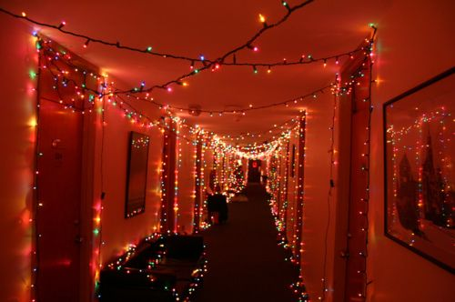 A festive college dorm hallway. That woulda been mad cute