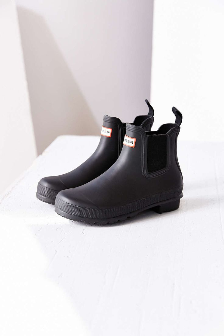 Hunter Original Two-Tone Chelsea Rain Boot -http://us.hunterboots.com/female-short-rains/womens-original-chelsea-boots/black/2015  In size 8 and all black.