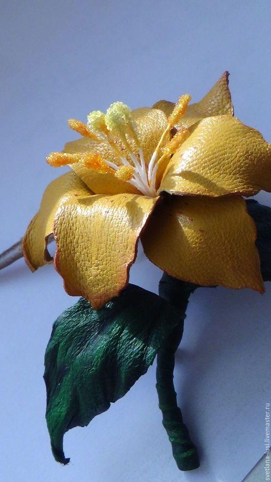 Броши ручной работы. Ярмарка Мастеров - ручная работа. Купить Брошки крошки из натуральной кожи Лилии на платье, сумку. Handmade.