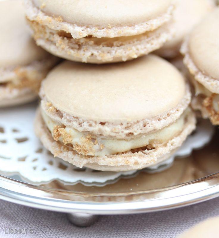"""""""Macarons für Anfänger"""" ♥ Alleine dieser wunderschöne Einband, kuschelig, soft, in Babyblau mit kleinen weißen PolkaDots und einem Titelbild zum Niederknien hat mich schon überzeugt eu…"""
