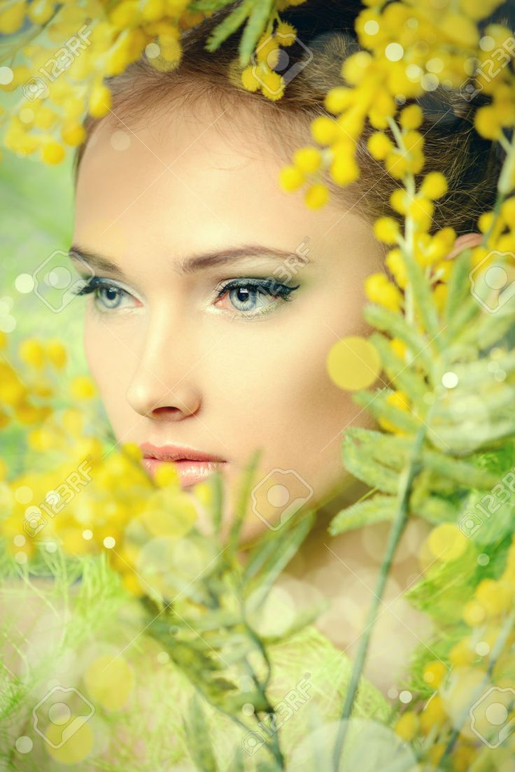 Ritratto Di Una Bella Ragazza Con Fiori Di Mimosa. Primavera. Foto Royalty Free, Immagini, Immagini E Archivi Fotografici. Image 25409221.