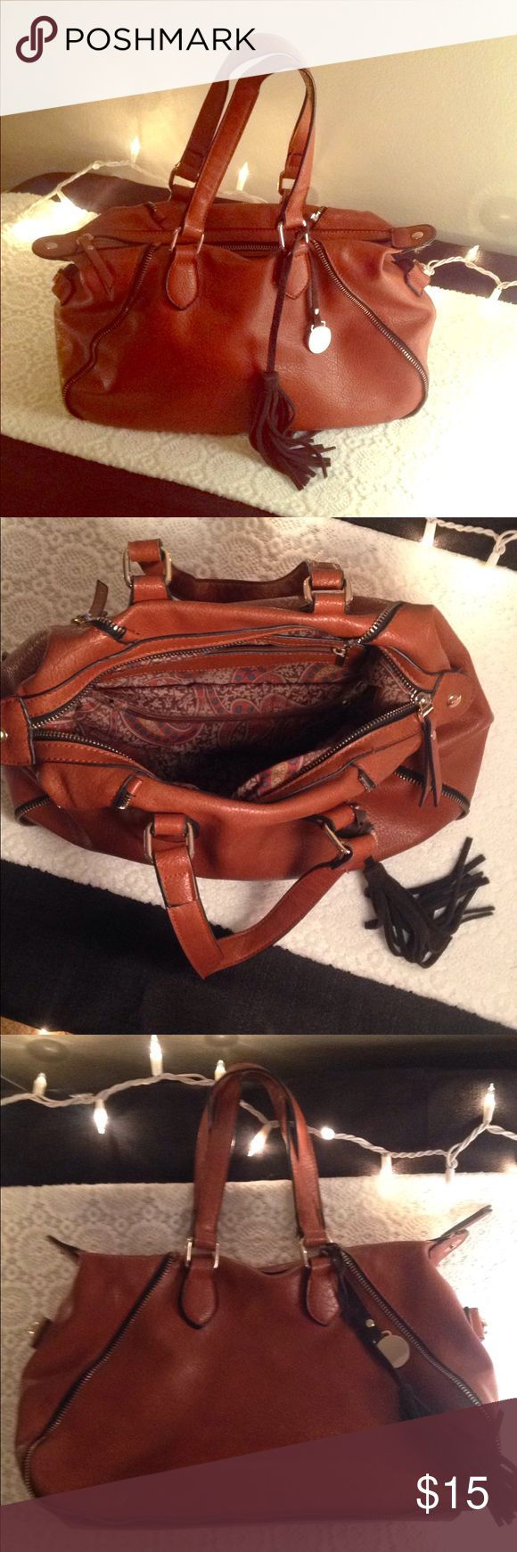 Brown Leather Shoulder Bag Purse Brown leather handbag with zipper design. I purchased it when I was visiting outside of the county. I love this purse, but I am more into crossbody bags right now 😊❤️ Bags Shoulder Bags