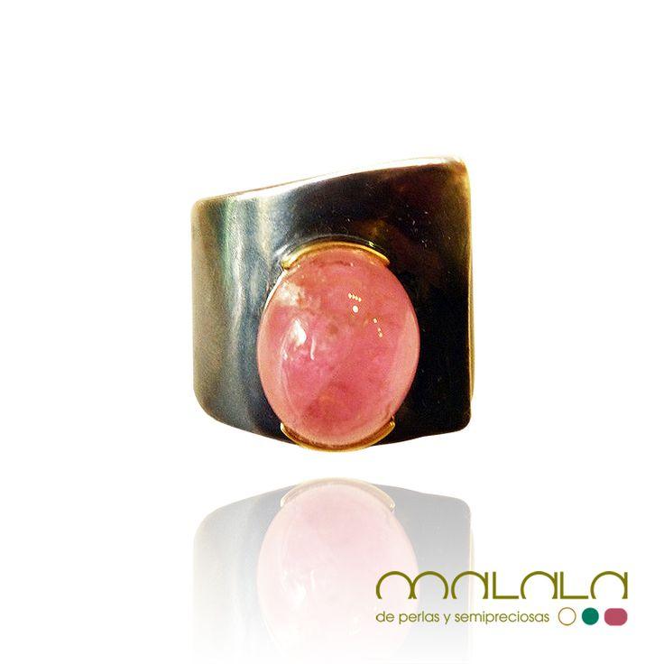 #anillo ajustable de #plata con #turmalina rosa y bisel de #oro amarillo. Disponible en tienda online. #ring #handmadejewelry http://malalam.myshopify.com/collections/anillos/products/taim712?variant=102067462