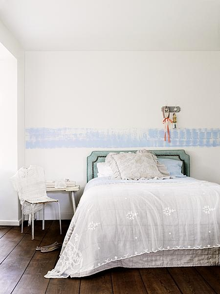zonnige slaapkamer in het juli nummer van ariadne at Home, Photo Alan Jensen, Styling Linda van der Ham