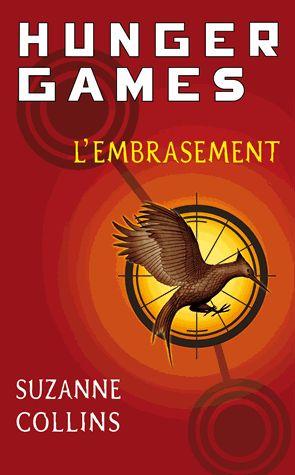 Après le succès des derniers Hunger Games, le peuple de Panem est impatient de retrouver Katniss et Peeta pour la Tournée de la victoire. Mais pour Katniss, il s'agit surtout d'une tournée de la dernière chance. Celle qui a osé défier le Capitole est devenue le symbole d'une rébellion qui pourrait bien embraser Panem. Si elle échoue à ramener le calme dans les districts, le président Snow n'hésitera pas à noyer dans le sang le feu de la révolte.