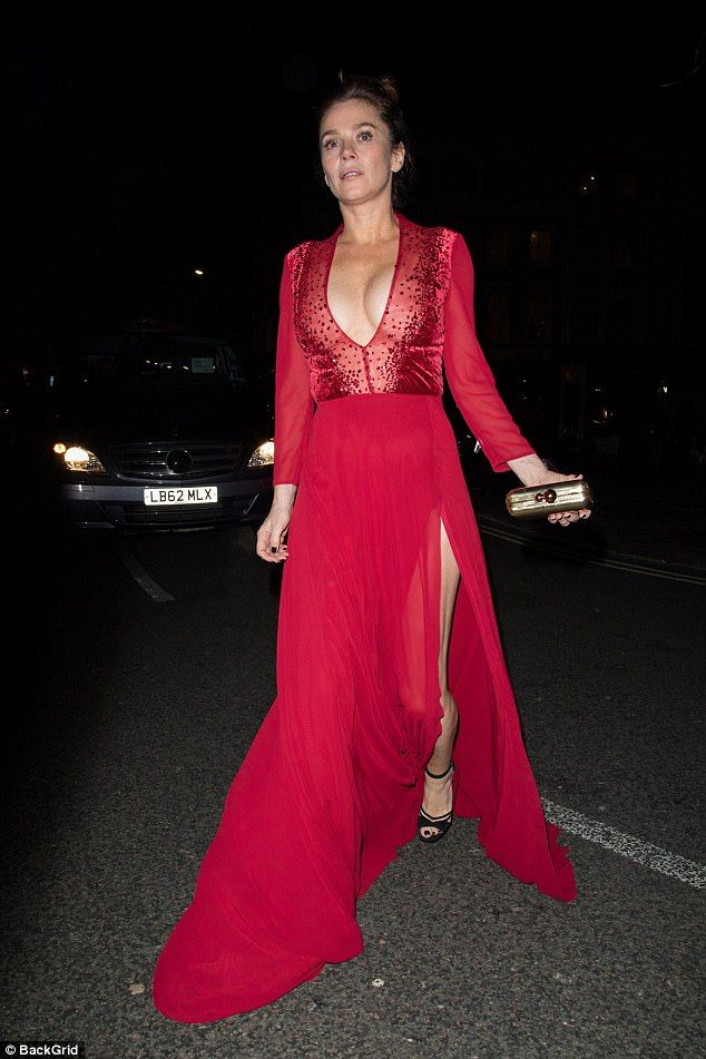 Anna Friel flaunts her ample assets in a low-cut gown She arrived on the BRIT Awards red carpet with her look-a-like daughter Gracie 12. But for Anna Friel it was well and truly a solo show as she arrived at theWarner Music BRITs after-party on Wednesday evening. The 41-year-old actress went braless as she flaunted her ample assets in a daringly low-cut red dress which also boasted a soaring thigh-high split. Wow: Anna Friel 41 flaunted her ample assets in a daringly low-cut red dress as she…