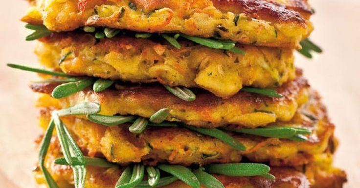 Cuketovo-mrkvové placky so syrom - dôkladná príprava krok za krokom. Recept patrí medzi tie najobľúbenejšie. Celý postup nájdete na online kuchárke RECEPTY.sk.