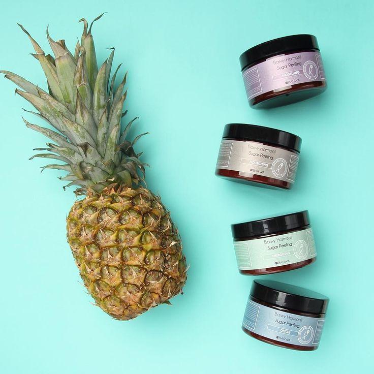 Peelingi cukrowe z dodatkiem oleju kokosowego, masła Shea, oleju bawełnianego i słonecznikowego oczyszczają i odświeżają skórę ciała, przygotowując ją do dalszych etapów pielęgnacji. Kryształki cukru delikatnie masują złuszczając zrogowaciały naskórek. Masło Shea oraz oleje zapewniają komfort użycia, natłuszczają i wygładzają skórę ciała. Po peelingu skóra jest miękka, delikatna, odpowiednio natłuszczona i pachnąca.  www.sklep.barwa.com.pl #barwa#barwakosmetyki#barwyharmonii#peelingicukrowe