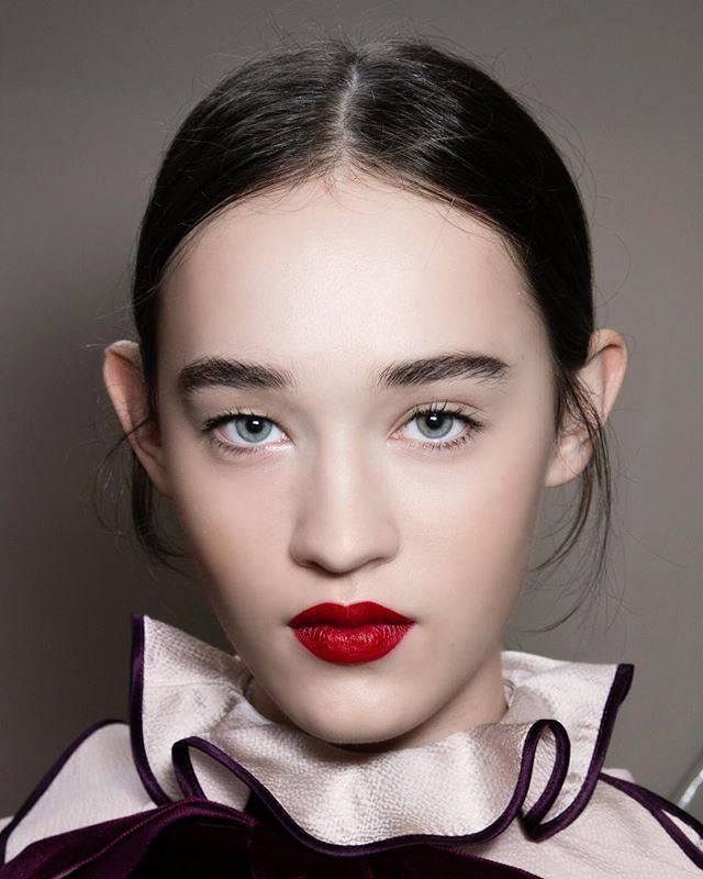 О том как избавиться от двойного подбородка читайте в проекте #VogueUa и клиники @aquashine_ua  Больше на #VogueUa #beauty #aquashine @vogueua_beauty #vogueuabeauty #skincare  via VOGUE UKRAINE MAGAZINE OFFICIAL INSTAGRAM - Fashion Campaigns  Haute Couture  Advertising  Editorial Photography  Magazine Cover Designs  Supermodels  Runway Models