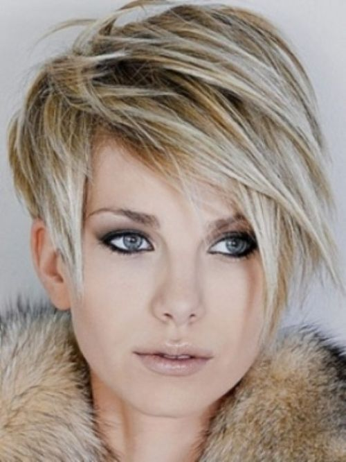 dimensional blondes with short elongated bangs