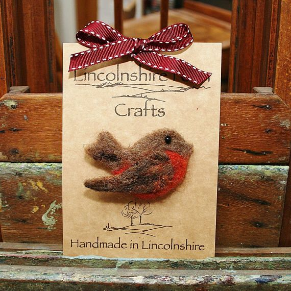 Bird brooch/Robin brooch/Gift for her/Felt bird