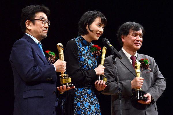 左から「この世界の片隅に」プロデューサーの真木太郎、のん、片渕須直。 - Yahoo!ニュース(映画ナタリー)