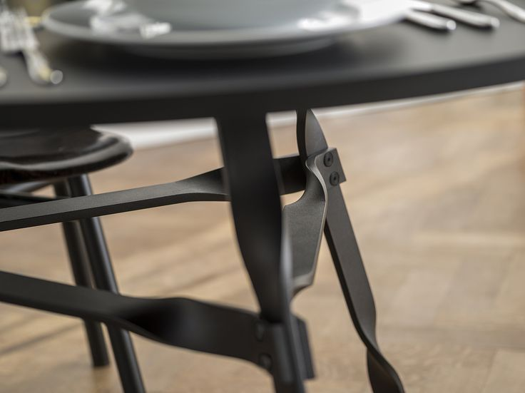 Twist Table Dining table, conference table, table in metal, spisestue bord, møde bord, bord i metal