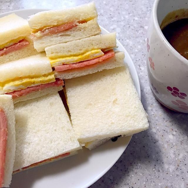 春休み最後のお昼ご飯。 - 8件のもぐもぐ - スパムと卵のサンドイッチ by Aiko Kawazu