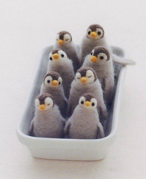 Needle felted penguins. <3 A box of these would keep me happy when I'm sad :)