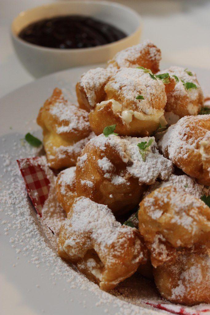 """Het lekkerste recept voor """"Sneeuwballetjes met slagroom en chocoladesaus"""" vind je bij njam! Ontdek nu meer dan duizenden smakelijke njam!-recepten voor alledaags kookplezier!"""