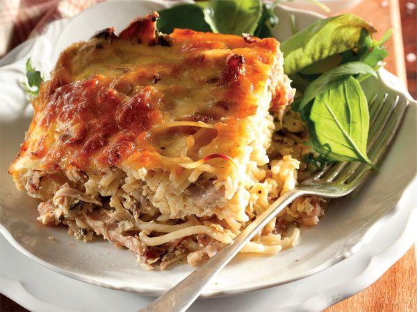 Hoender-en-spaghetti-pastei. 'n Vinnige en maklike weergawe van 'n hoenderpastei, terwyl dit boonop vullend is.