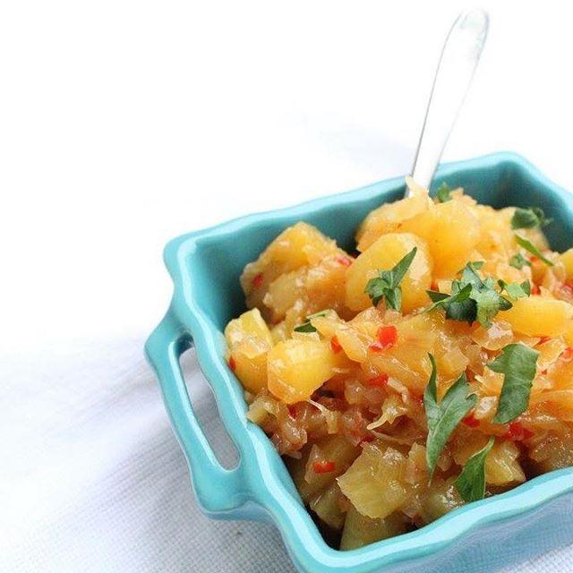 Ananas chutney.  Ben je lekker aan het kokkerellen voor vanavond? Ben je nog op zoek naar een sausje voor bij de kalkoen, dan is dit recept voor een suikervrije ananas chutney wellicht iets voor jou.