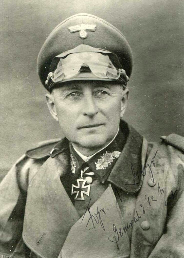 General der Panzertruppe Leo Dietrich Franz Freiherr Geyr von Schweppenburg (02 March 1886 - 27 January 1974), commander 3. Panzer Division 1937, XXIV. Panzerkorps 1940, XXXX. Panzerkorps 1942, Panzergruppe West 1943, Inspector General of Armoured Troops 1944. Knight's Cross of the Iron Cross on 09 July 1941 as GdP and commander of XXIV. Panzerkorps.