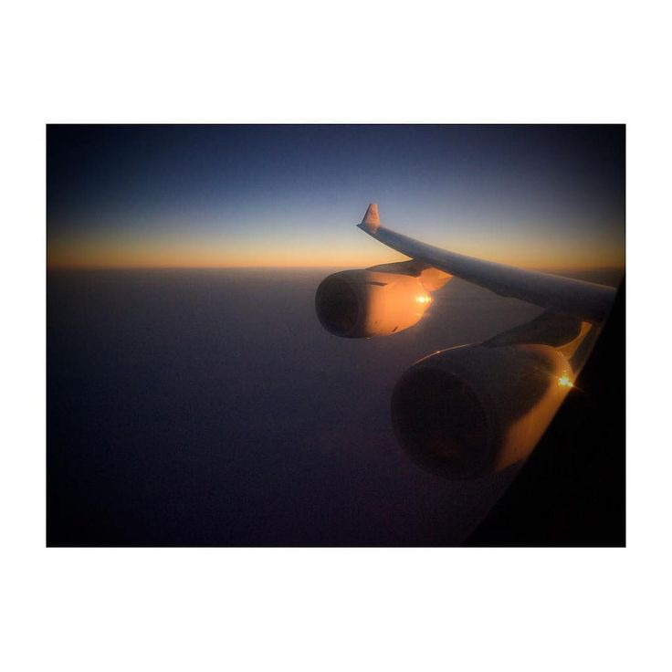 #reflections of a #sunset #colorsofuae #colors_of_uae #andreaturno #blue #orange #gray @andreaturno #flying #etihad #etihadairways #ipad #ipadair #ipadphoto #squaready