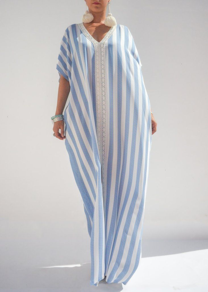 Another simple and flowy caftan that add a timeless piece to your gateway wardrobe. Handmade by the most skillful artisans in the city of Tangier from lightwe