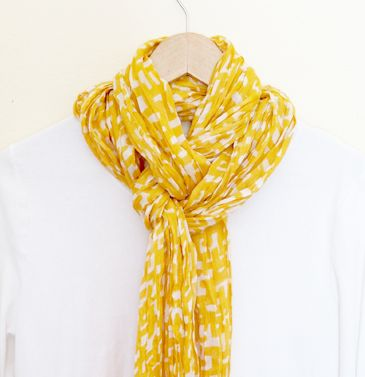 A cute and easy way to tie a scarf