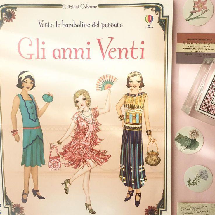 """@bok_mag su Instagram: """"Innamorate dei quaderni attacca-stacca @usborne_books, in particolare di questo album dedicato alle bamboline vestite secondo la moda degli anni Venti """""""