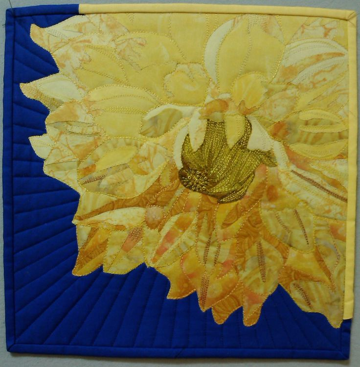 Sold in SAQA auction. 'Mum's Dahlia'. For Aotearoa quilters 'yellow' challenge.