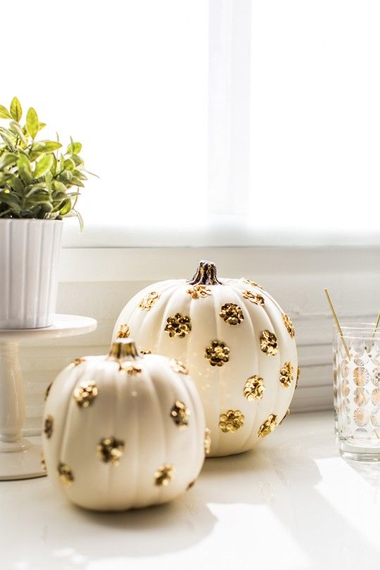 We do love a bit of #sparkle, and used sparingly, these sequin polka dot #pumpkins would look super!