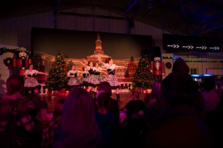 Festive Performances on stage at the International Christmas Market, presented by TELUS #NoelSM