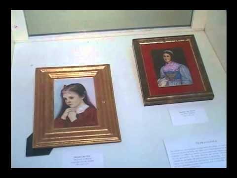 Inaugura artista italiana colección de pinturas en porcelana