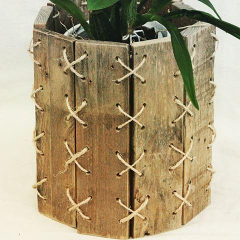 cache pot bois et corde plante pot deco interieur. Black Bedroom Furniture Sets. Home Design Ideas
