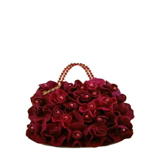 """Rose rosse per te..."" Un bouquet di rose in lana Merino e perle di giada.La giusta borsetta per ogni occasione. Su www.zenzer0.it"