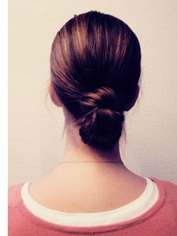 What to do with wet hair? 3 easy, pretty updo's and when you release your hair after you'll have wavy, beachy hair !