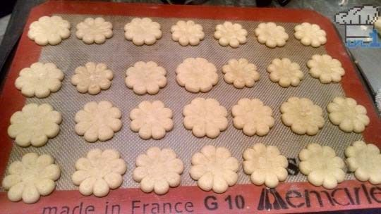 Learn how to make Yoshi's Wooly World Cookies from Lvl.1 Chef! Press cookies, checkerboard cookies and cookie cutter cookies. Super easy and tasty video game food recipes. http://www.level1chef.com/yoshi-cookies/ #mario #videogamefood #videogames #yoshi #recipe #lvl1chef #cookies #baking
