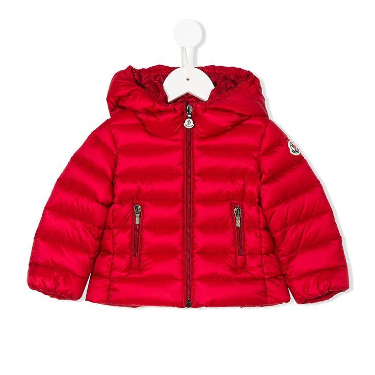 Moncler - Piumino Rosso Bambina Teen Piumino taglio corto color rosso rubino firmato #Moncler Junior della Collezione Autunno Inverno 2017/2018 - Linea di abbigliamento Baby, Bambina e Teenager. annameglio.com #shoponline