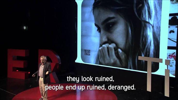 """""""El hackeo de casi todo"""" Alejandro Piscitelli en TEDxTigre. Propone desfechitizar ek espacio, el tiempo,  el currículo y la evaluación para lograr un verdadero cambio pedagógico."""