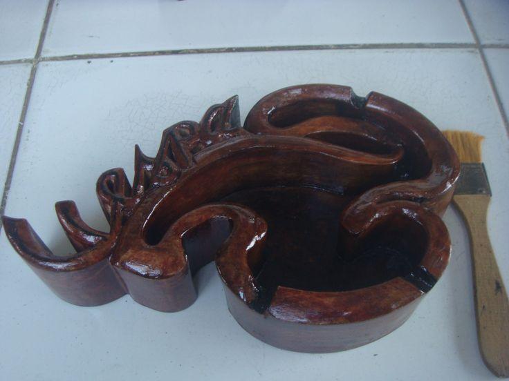 Asbak Kayu Model abstrak Vespa, Spesifikasi : Bahan : Kayu jati Kondisi : masih baru djual : hub. 081 324 153 351
