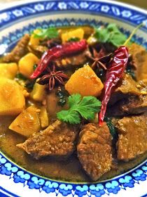 Scrumpdillyicious: Massaman Beef Curry: A Thai Culinary Classic