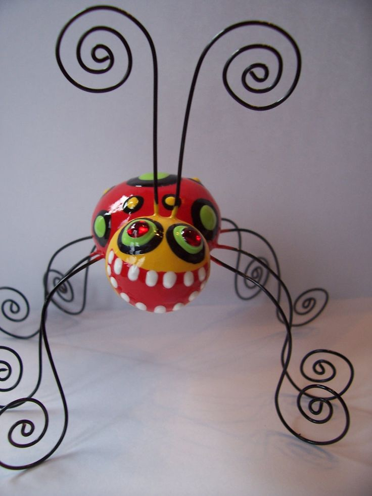 *Could be done with small pinch pots and rebar wire ---POLYMER CLAY ~ Lady Long Legs Photo Holder.
