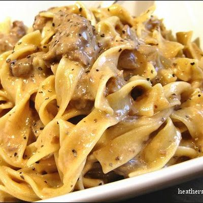 Slow Cooker Beef Stroganoff - I will be trying this one! Easy peasy!