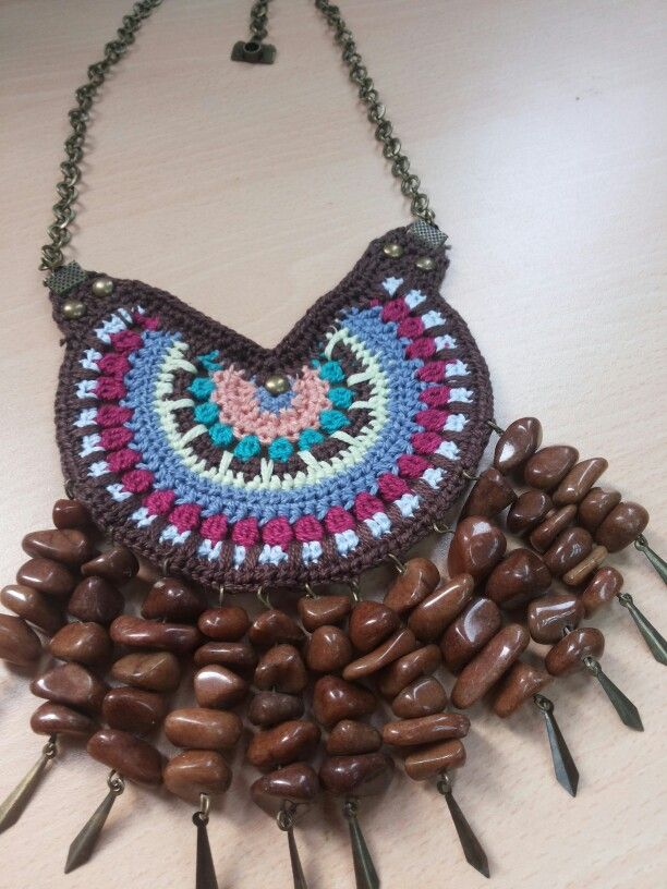 Tejido crochet y piedra natural