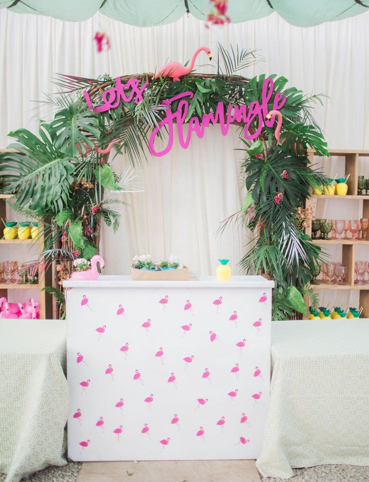 La Tavola Fine Linen Rental: Locked Kiwi | Photography: James & Jess, Host & Curators: Wild Heart Events and Amazing Days Events, Rentals: Party Pleasers, Florals: Bright Inc