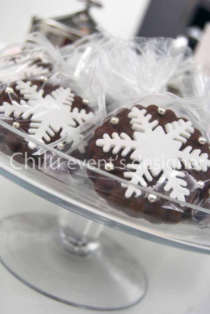 Biscotti al cacao con decorazione in pasta di zucchero