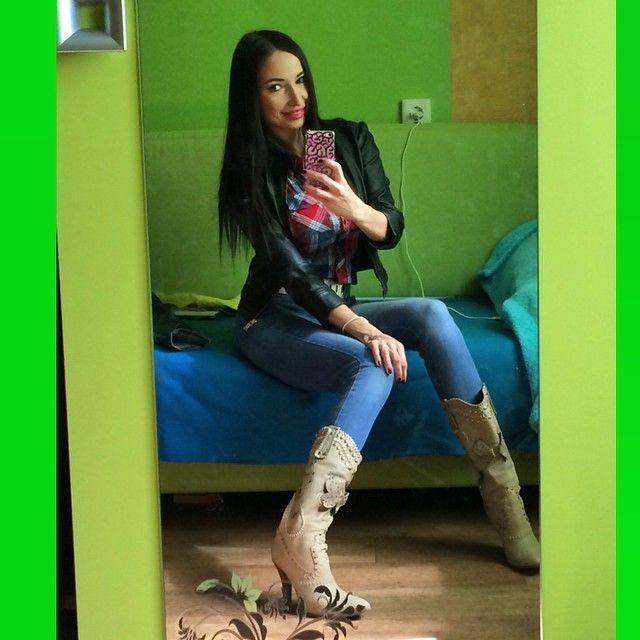Сюрприз! А я все того же цвета!))) Большое вам спасибо за прекрасные отзывы! Но пока мне комфортно быть брюнеткой!)) Но если решусь стать блондинкой, теперь у меня будет уверенность, что мне пойдет))) #InstaSize #явсеещебрюнетка #брюнетка #девушка #другвотражении #девушкасхарактером #lady #look #lovely #girl #mirror #myworld #Instame #Instalife