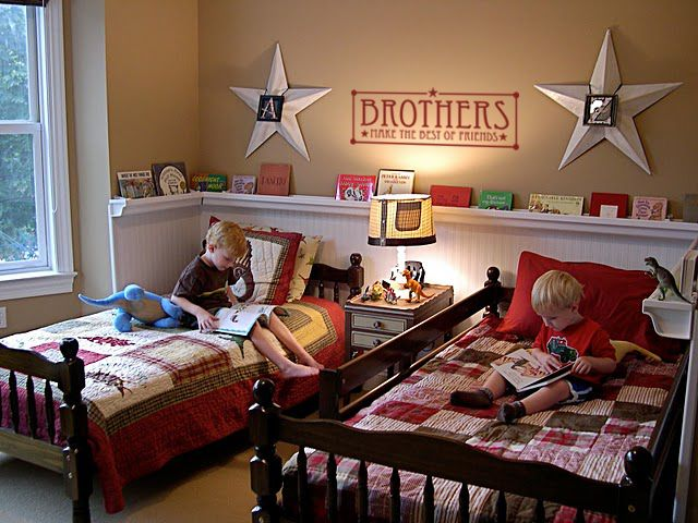 Love this. Super cute bedroom with twin beds.