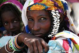 チャド湖 岸定期市に集まる女性