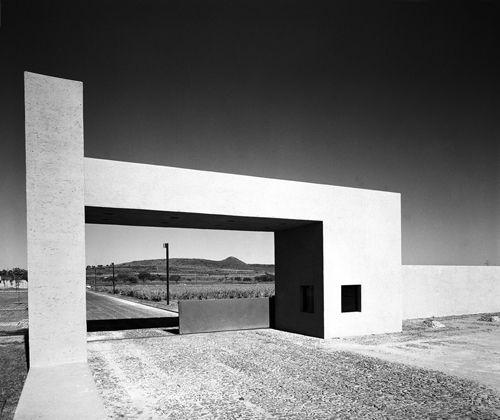 Clásicos de Arquitectura: Fábrica IBM en Guadalajara por Ricardo Legorreta
