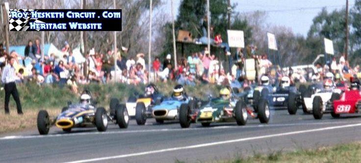 Mike Hoffman in the Titan Mk5,  Desire Wilson in the Merlyn Mk25,  Formula Ford 1976